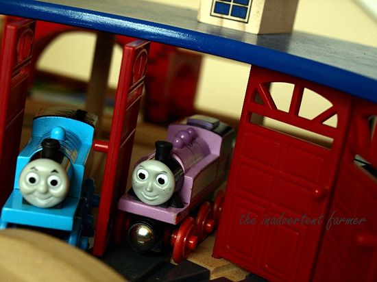 Thomas tank engine rosey round house train set