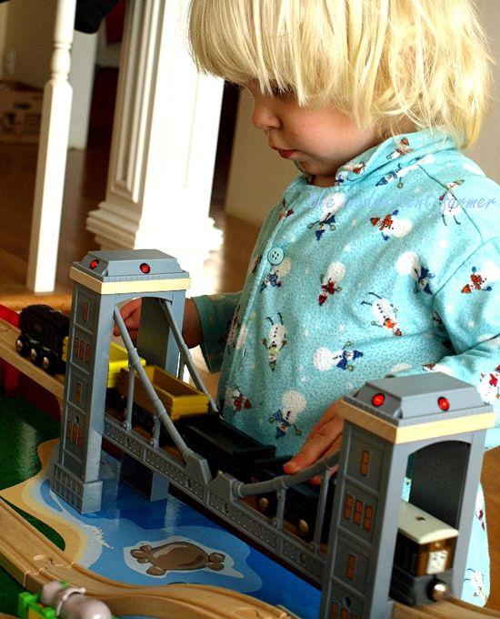 Train set thomas blond boy