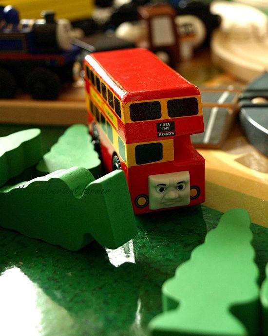 Train set bus