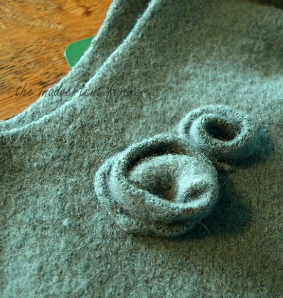 Wool sweater bag roses first