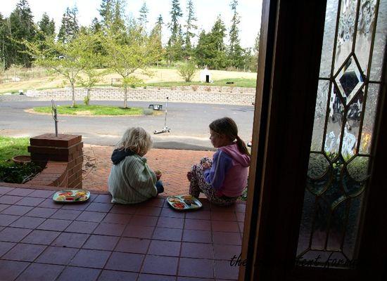 Springtime lunch kids