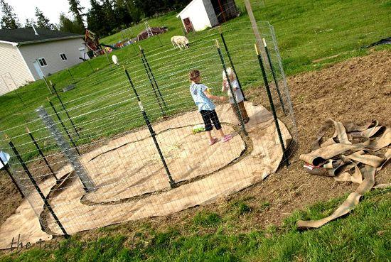 Maze garden frame kids play