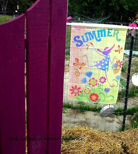 Summer banner flag gate