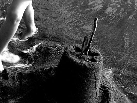 Sandcastel black white