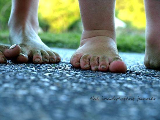 Grassy feet girl boy toes green