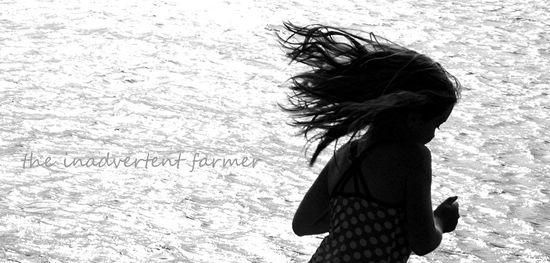 Beach girl run black white