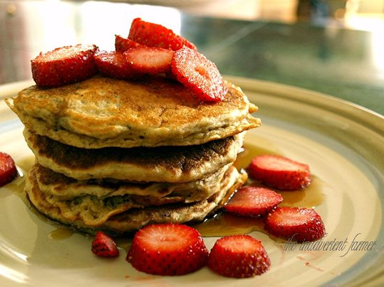 Pancakes oatmeal banana strawberries