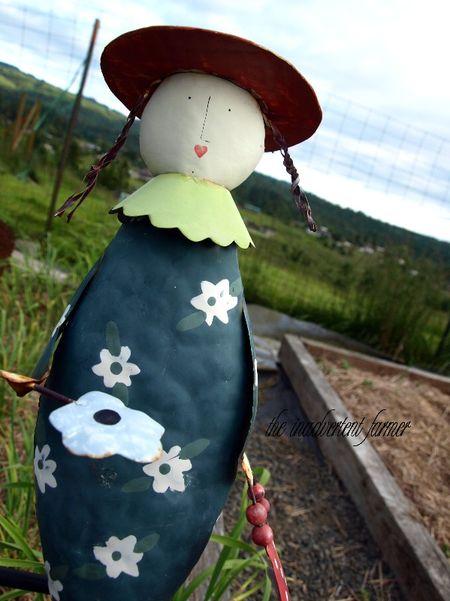 Garden decoration metal girl hat